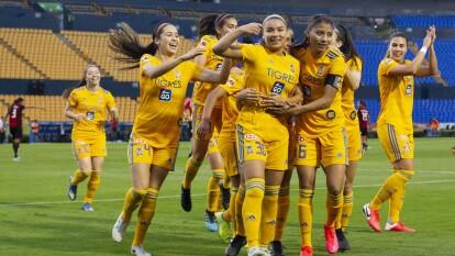 Con goles de Belén Cruz y Miah Zuazua, 'las Felinas' ganan 2-0 al Atlas y llegan a 10 puntos. El equipo femenil de Tigres sigue en ascenso en la Liga MX Femenil.