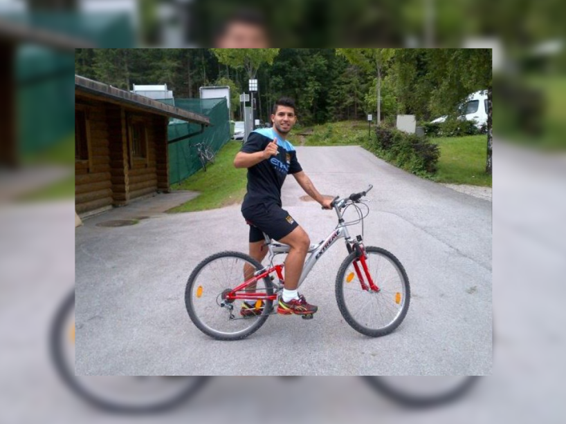 11 kun aguero bicicleta.png