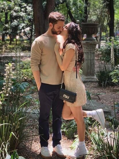 La tarde del lunes 13 de abril, Christopher Uckermann compartió una serie de fotografías junto a su novia Muriel Hernández.