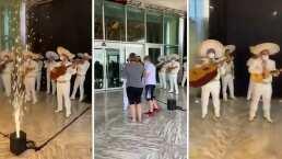 Video: Con mariachi y fuegos artificiales reciben a los primeros huéspedes en hoteles en Cancún