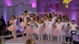 Famosos acuden a la Subasta del Ballet Teletón