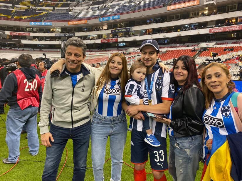 Tras proclamarse Campeones del Apertura 2019, Rayados festejan con sus seres queridos.