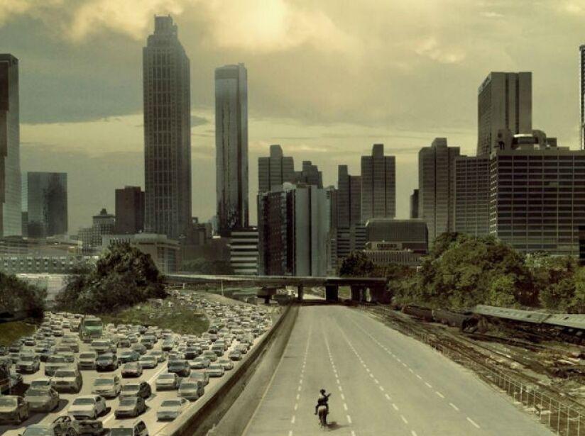 2. Aléjate de las ciudades: Están más pobladas que las zonas rurales y eso se traduce en más zombis.