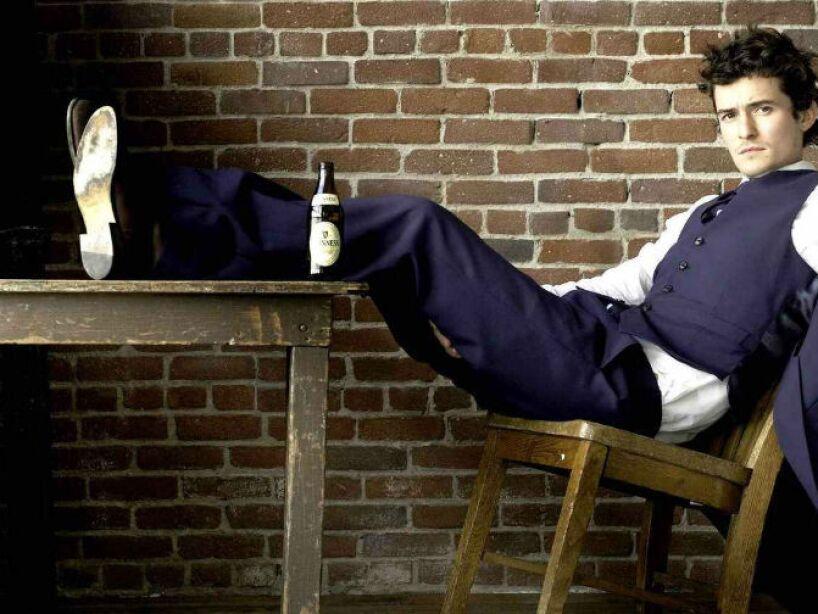 6. Orlando Bloom: Este galán pasa varios días con la misma ropa y hasta duerme con su perro.