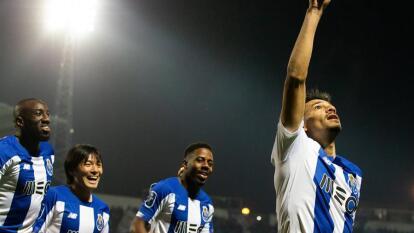Porto se impone a Chaves 4-2 en un duelo intenso. Con doblete de Tiquinho Soares, Moussa Marega y Luis Fernando Díaz, más una asistencia del 'Tecatito' Corona, porto se lleva el partido y se coloca en segundo lugar de la tabla.