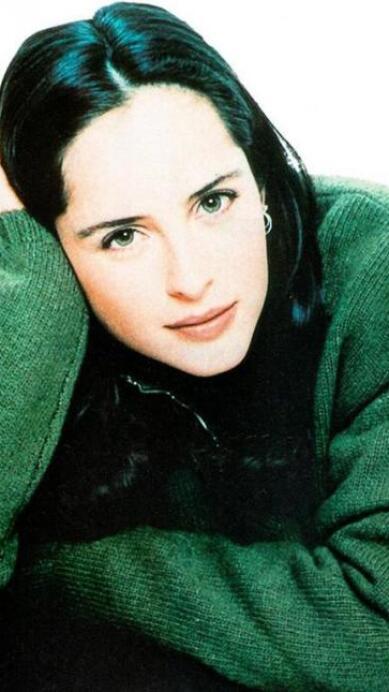 Famosas que se volvieron en un ícono de moda en los 90; todas copiamos aquellos looks