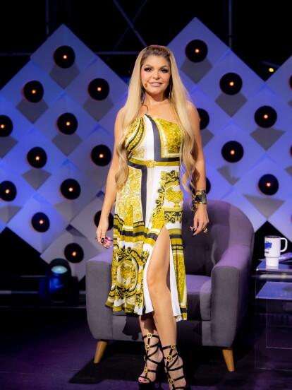 En el capítulo 3, la actriz lució un vestido y joyería del diseñador mexicano Daniel Espinosa. En este episodio, la actriz recibió varios comentarios por parte del público sobre su impactante look.