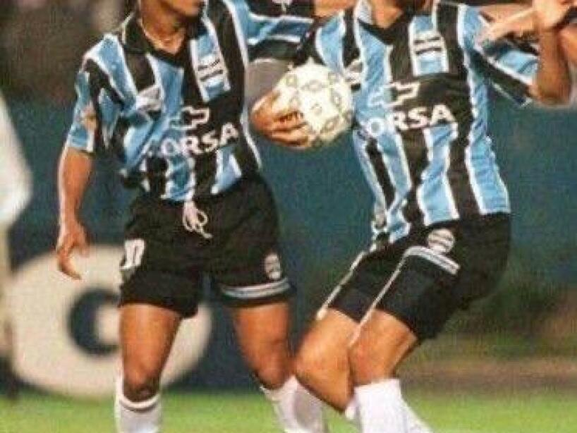Abreu con Ronaldinho.jpeg