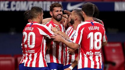 Atlético de Madrid venció por la mínima al Betis | Con gol de Costa, los del 'Cholo' están matemáticamente clasificados a la Champions; Lainez no tuvo actividad.