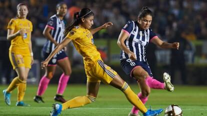 Con goles de Belén Cruz por parte de Tigres y gol de Ania Mejía para Monterrey, las regias empatan en el volcán, en la ida de la final de la Liga MX Femenil.