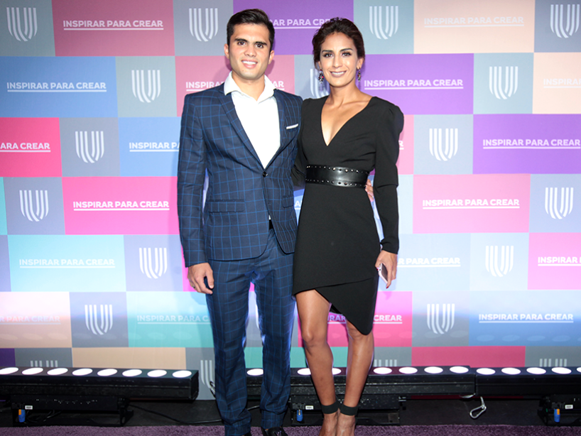 Paola Espinosa e Iván García en la alfombra morada