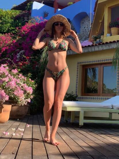 Yanet García puso una pausa al trabajo y este fin de semana se escapó a algún lugar de México, donde se paseó...  en bikini.