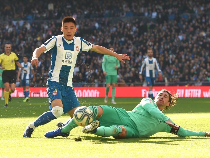 Real Madrid vence 2-0 al Espanyol y llegan a 34 puntos tras 15 encuentros disputados. Varane (37') abrió el marcador y Benzema (79') marcó el segundo de los de Zidane.