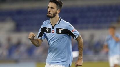 Con goles de Ciro Immobile y Luis Alberto, la Lazio logra imponerse 2-1 a la Fiorentina en un duelo de muchas llegadas.