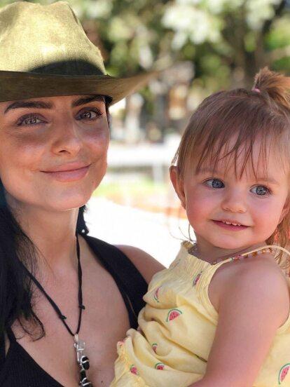 Desde que Aislinn Derbez se convirtió en mamá, en febrero de 2018, no ha dejado de mostrar en redes sociales tiernas fotografías y videos de su hija Kailani. Ahora, no fue la excepción y mostró lo grande que está su primogénita.