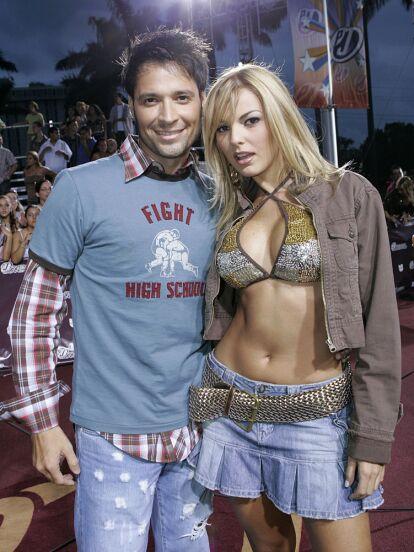 Antes de iniciar un tórrido romance con Julián Gil, en 2006, Marjorie de Sousa se casó con Ricardo Álamo, con quien únicamente duró un par de meses casada. ¡Conoce el fotos al actor venezolano!