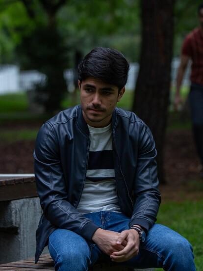 """En """"La Mexicana y el Güero"""", 'Sebastián' cita a 'Diego' para reclamarle por haberle dicho a 'Marcia' que eran pareja."""