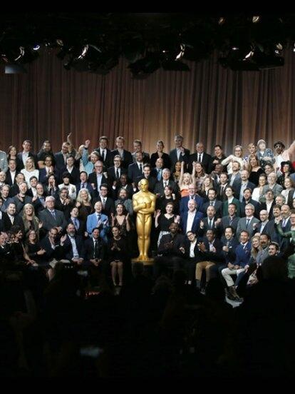 El presidente de la academia de cine de EU, John Bailey, dio la bienvenida a los 205 nominados al Óscar de este año con una comida en su honor.