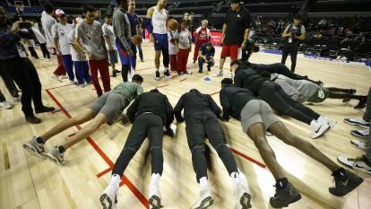 Previo al partido contra los Dallas Mavericks de Luka Doncic, el equipo de Detroit reconoció la duela de la Ciudad de México.