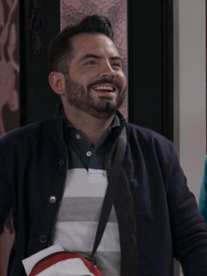Al final del primer capítulo de la tercera temporada de 'Renta congelada', Sam y Nico llegan a su nuevo hogar... Le han rentado la casa a Luis Alberto en una ganga por todo un año.