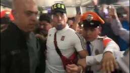 Aficionados de Chivas ovacionan a Carlos Salcedo