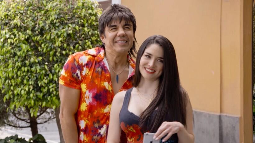 El Vitor Y Albertano Salen Con La Misma Mujer Nosotros Los Guapos Las Estrellas Tv Nosotros los guapos is a mexican sitcom that premiered on blim on august 19, 2016. el vitor y albertano salen con la misma mujer