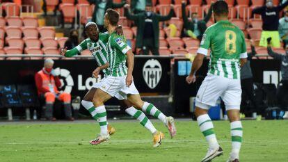Con goles de Canales y Tello, se llevaron los tres puntos de visita; Guardado entró al juego en tiempo de compensación.