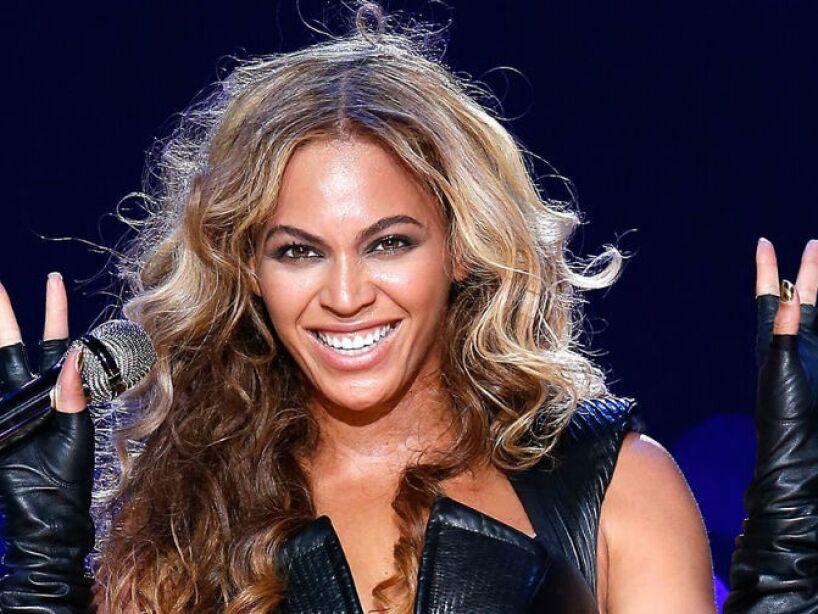 4. Beyoncé: Antes de cada presentación dice que levanta sus manos y siente que una entidad entra en su cuerpo.