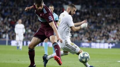 El Celta de Vigo rescató un punto en el Santiago Bernabéu con gol de Santi Mina al final del partido y aunque el Madrid sigue como líder, ya sólo es un punto el que le saca al Barcelona. El Celta sale del descenso por diferencia de goles.