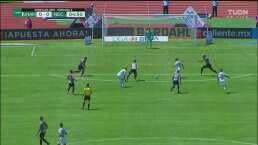 Atajadón de Hugo González frena gol de Pumas