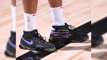 Kobe y Jordan 'brillan' en los Playoffs | Los espectaculares diseños de las leyendas de la NBA destacan entre los jugadores del deporte ráfaga.