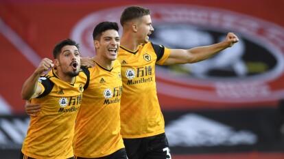 El resumen de la Premier League J1   Wolverhampton se impone 2-0 a Sheffield United. El mexicano Raúl Jiménez y Roman Saiss son los goleadores de la jornada
