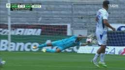¡Tremendo zapatazo! Renato Ibarra pone a sudar a Corona