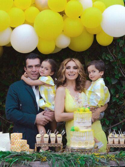 Máxima y León, mellizos de Elizabeth Álvarez y Jorge Salinas, siempre llaman la atención por el parecido con sus padres y estas fotos de la infancia de los actores comprueban de son idénticos