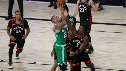 Los Raptors ganan con un marcador de 125-122 y mandan la serie a un séptimo y último partido.