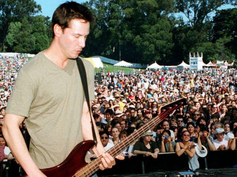 Keanu Reeves es bajista de la banda Dogstar, formada en la década de los 90s.