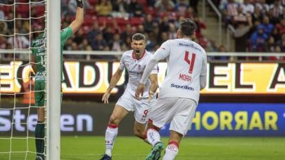 El partido expiraba y apareció Emmanuel Gigliotti para poner el 2-2 y evitar el triunfo de Chivas.