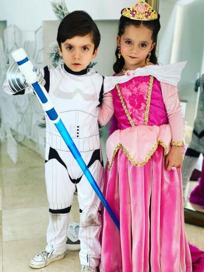 León y Máxima cumplieron cinco años de edad y sus papás, Elizabeth Álvarez y Jorge Salinas, no pudieron organizarles mejor fiesta de cumpleaños.