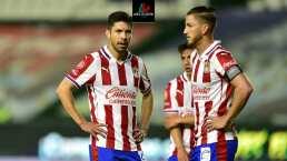 ¡Implacable! La afición de Chivas dice a quiénes les pesa la camiseta