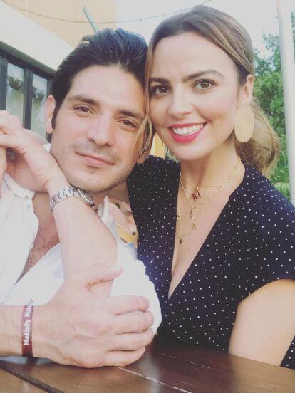 Mariana Torres no solo triunfa en el aspecto profesional con su protagónico en 'Fuego Ardiente'; en el ámbito personal no podría estar más feliz y plena, luego de que este fin de semana la actriz se comprometió con su novio Jonathan Nienow.
