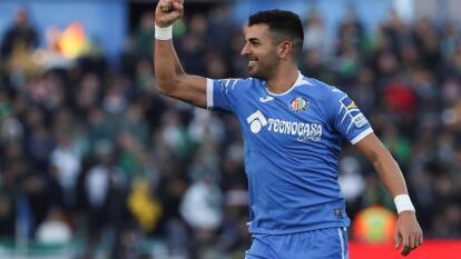 Angel Rodríguez celebrando gol por penalti en el último minuto.
