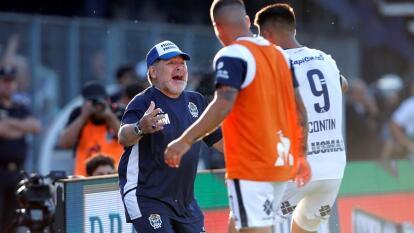 Con doblete de Contín, Gimnasia La Plata ganó su primer partido como local, bajo la dirección de Diego Armando Maradona.