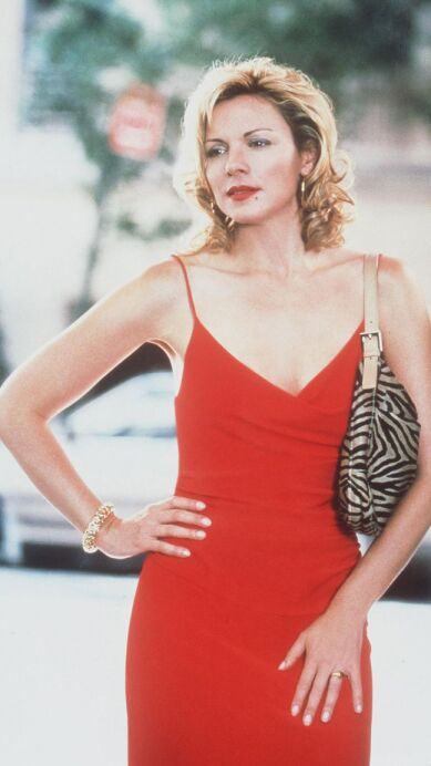 12 Looks icónicos de Samantha Jones en 'Sex and the City'