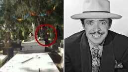 A la tumba de Tin Tan le ronda un fantasma y Carlos Trejo lo comprueba