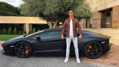 Uno de los autos más hermosos de sus posesiones es el Lamborghini Aventador, el cual está cercano a los 450.000 dólares.