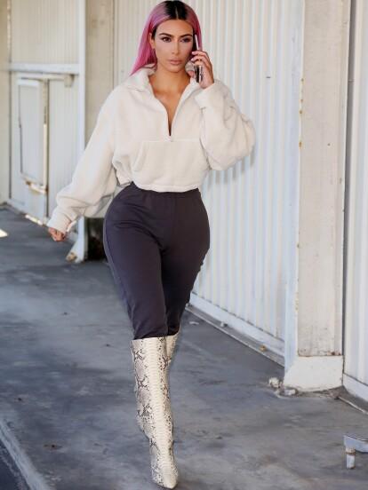 Kardashian dejó en el pasado su look platinado para teñirse el cabello de rosa (FOTO: The Grosby Group)