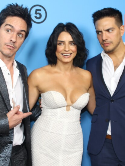 La feliz pareja posó junto a los protagonistas y Vadhir Derbez en el estreno de la cinta 'Ya veremos' en Los Ángeles.