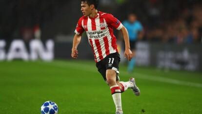 Hirving Lozano es nuevo jugador del Napoli. Los Partenopei pagaron 42 millones de euros por el atacante mexicano de 24 años.