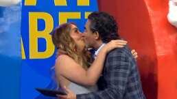 """Andrea Legarreta y Raúl Araiza se besaron para limar asperezas tras el famoso reclamo: """"¿Qué no te gusta?"""""""