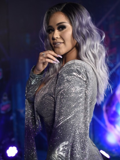 Gomita fue la conductora para Televisa Digital de los Premios Bandamax 2019, ceremonia en la que lució dos vestidos que reflejaban su espontánea personalidad.